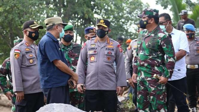 Kapolri dan Panglima TNI meninjau lokasi bencana di NTT