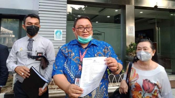 Seorang ibu mengaku jadi korban mafia tanah dan melapor ke Polda Metro Jaya