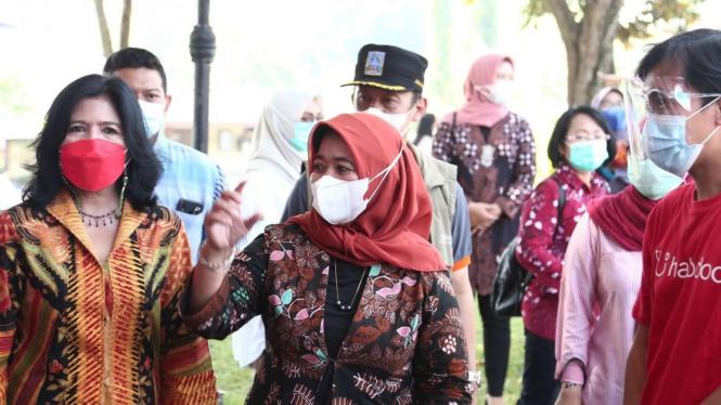 Bupati Sleman tinjau vaksinasi drive thru di Candi Prambanan.