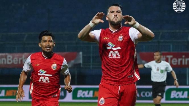 Penyerang Persija Jakarta, Marko Simic merayakan gol