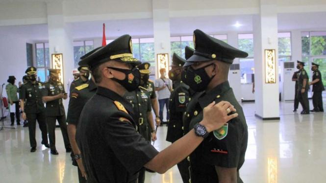 Pangdam XVII/Cenderawasih Mayjen TNI Ignatius Yogo Triyono melantik 594 prajurit