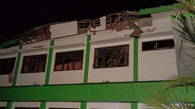 Bangunan sekolah di Kabupaten Malang rusak akibat gempa, Sabtu, 10 April 2021.