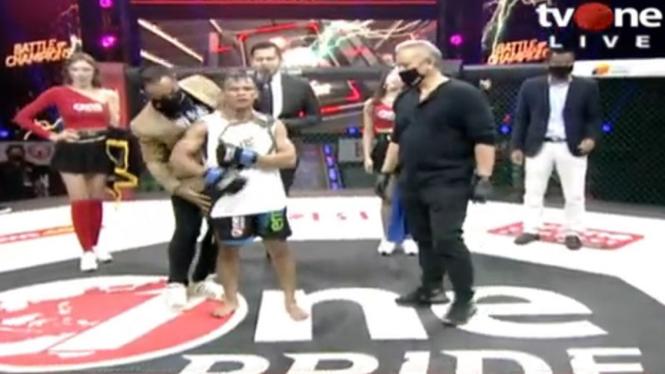 Jeremia Siregar jadi juara baru kelas flyweight One Pride MMA.