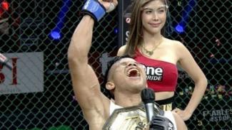 Juara baru kelas flyweight One Pride MMA, Jeremia Siregar.