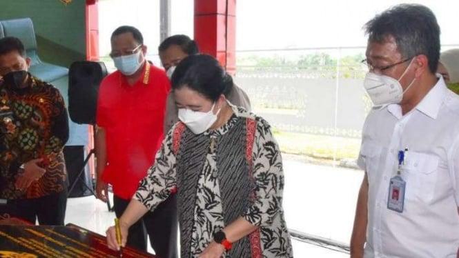 Ketua DPR RI Puan Maharani saat meresmikan Bandara Muhammad Taufiq Kiemas.