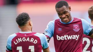 Pemain West Ham, Jesse Lingard dan Issa Diop merayakan gol