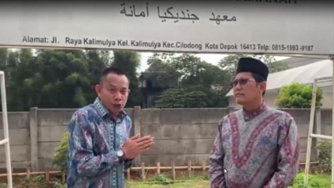 Komisaris Independen PT Pelni Dede Budyarto bertemu dengan Ustaz Cholil Nafis