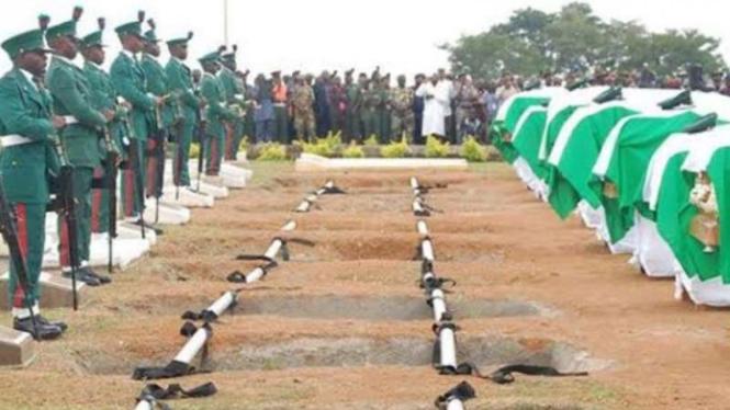 VIVA Militer: Upacara pemakaman 11 tentara Angkatan Bersenjata Nigeria