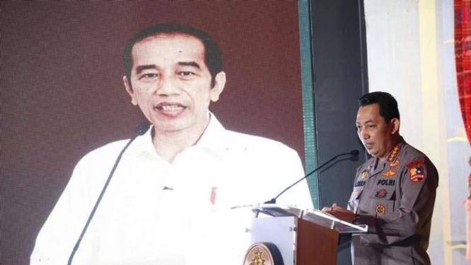 Kapolri dan Presiden Jokowi dalam peresmian TV dan Radio Polri