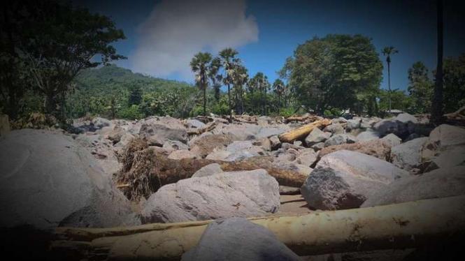 VIVA Militer: Kampung yang rata dengan tanah terkubur batu raksasa.
