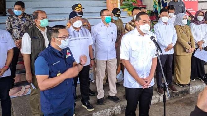 Gubernur Jabar Ridwan Kamil dan Mendag Lutfhi di Pasar Kosambi Kota Bandung.
