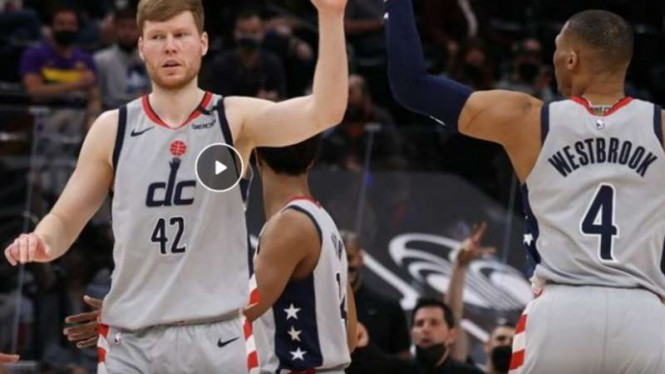 Pemain Washington Wizards rayakan kemenangan atas Utah Jazz.