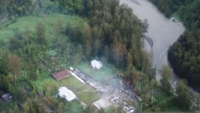 Sebanyak 12 unit bangun sekolah yang dibakar oleh kelompok kriminal bersenjata (KKB) di Kampung Julukoma, Distrik Beoga, Kabupaten Puncak, Papua, Minggu, 11 April 2021.
