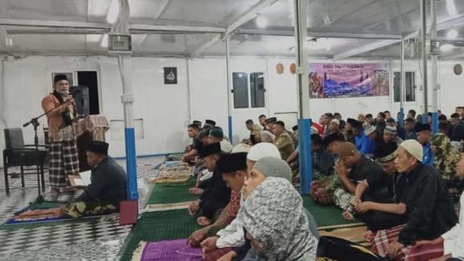 VIVA Militer: Suasana ibadah salat terawih di daerah operasi TNI, Afrika Tengah