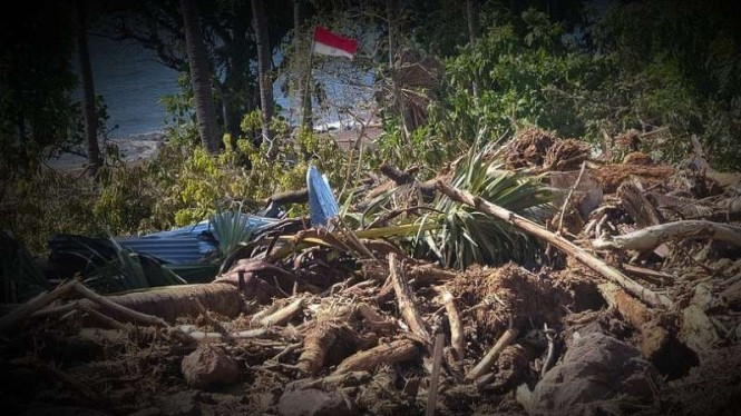 VIVA Militer: Sang Saka berdiri kokoh di Kampung Waiwatan.