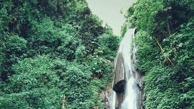 Air terjun ini mempunyai ketinggian 70 meter berada pada lereng gunung Welirang