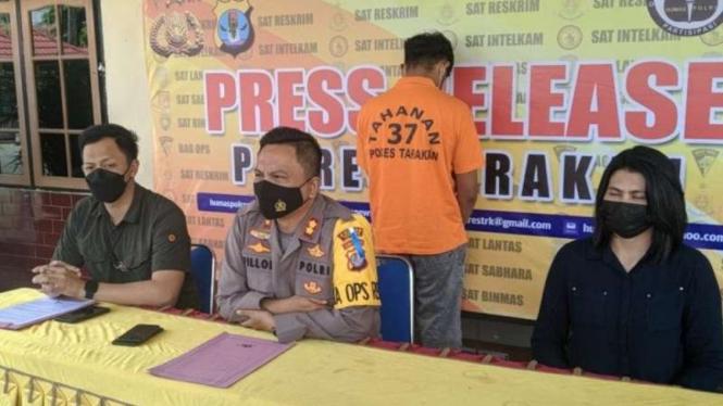 Kepala Polres Tarakan AKBP Fillol Praja Arthadira merilis kasus dugaan pencabulan dengan tersangka seorang guru di Tarakan, Kalimantan Utara, Selasa, 13 April 2021.