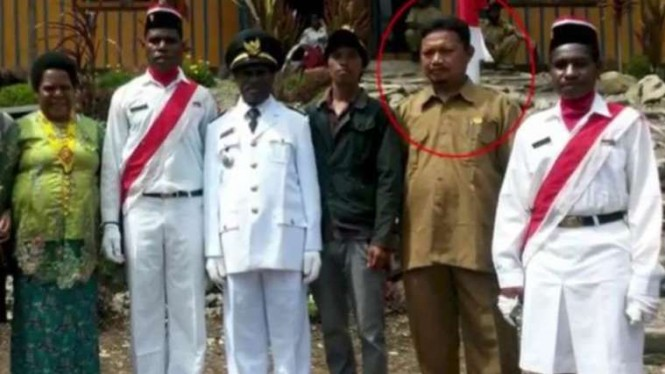 KSB Papua bunuh dua guru yaitu Oktavianus Rayo (42) dan Yonathan Renden (28).