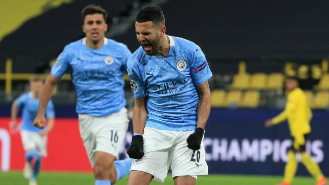 Gelandang Manchester City, Riyad Mahrez, merayakan gol