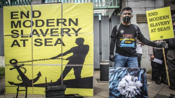 Serikat Buruh Migran Indonesia (SBMI) berunjuk rasa di depan Kedubes China.