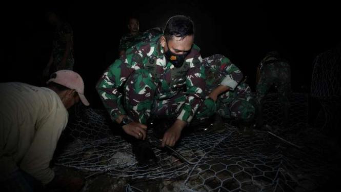 VIVA Militer: Danrem 162/WB pantau pekerjaan 3 jembatan yang tersapu banjir NTB