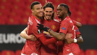 Pemain Manchester United merayakan gol Edinson Cavani (tengah)
