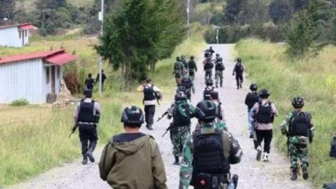 Satgas Nemangkawi TNI/Polri mengendalikan situasi kamtibmas di Boega, Papua.