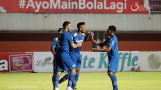 Pemain Persib Bandung merayakan gol