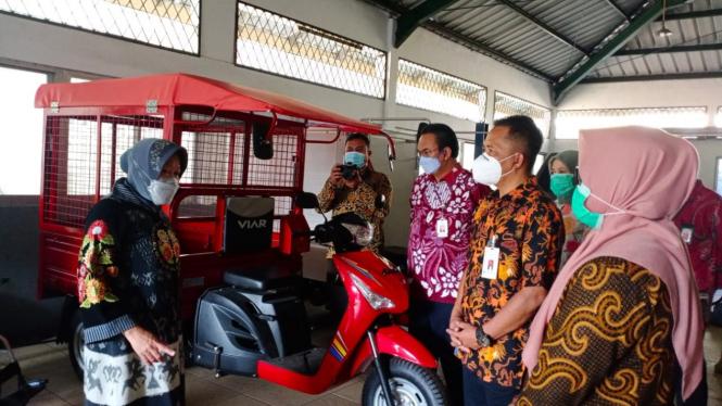 Mensos dalam kunjungannya di Balai Besar Rehabilitasi Vokasional Bina Daksa (BBRVBD), Cibinong (16/04).