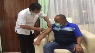 Aburizal Bakrie disuntik vaksin Nusantara oleh dr Terawan