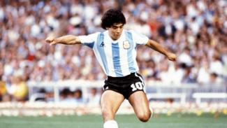 Jersey yang dikenakan Maradona saat debut Piala Dunia dilelang