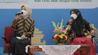 Istri Gubernur Jawa Barat Ridwan Kamil, Atalia Praratya (kiri).
