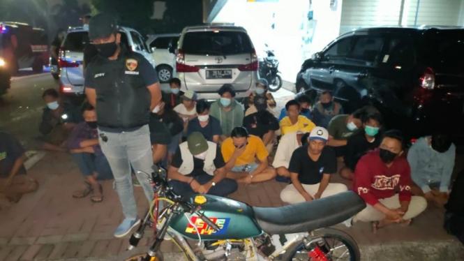 Razia SOTR, Polsi Tangkap 40 Remaja Balap Liat di Kembangan.