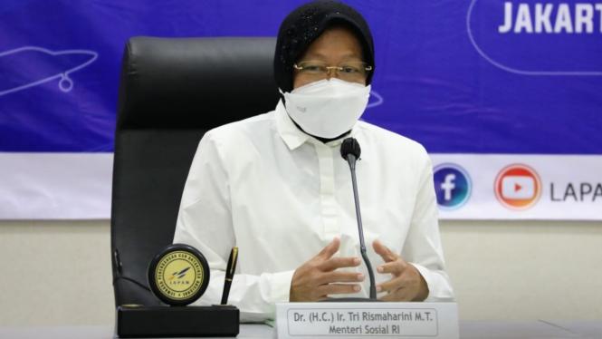 Mensos Risma saat di kantor Lapan, Rawamangun, Jakarta Timur, Senin (19/04).