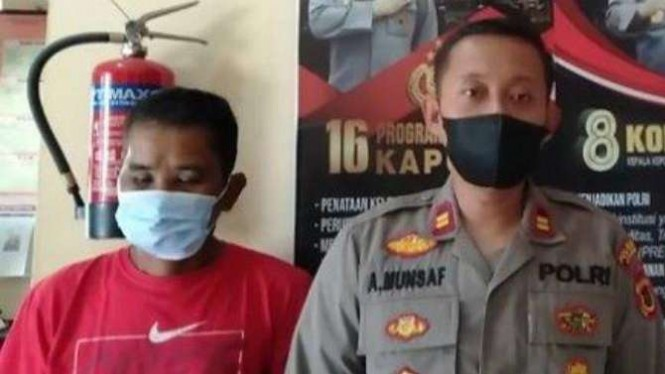 Seorang pria bernama Hasan (49 tahun) pukul muka istrinya pakai batu gilingan.