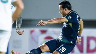 Striker Persib Bandung, Ezra Walian