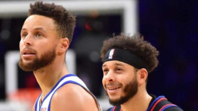 Pemain Golden State Warriors, Stephen Curry (kiri).