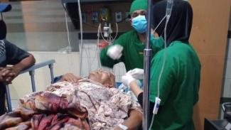 Ayah korban pembacokan anak kandung dirawat di rumah sakit