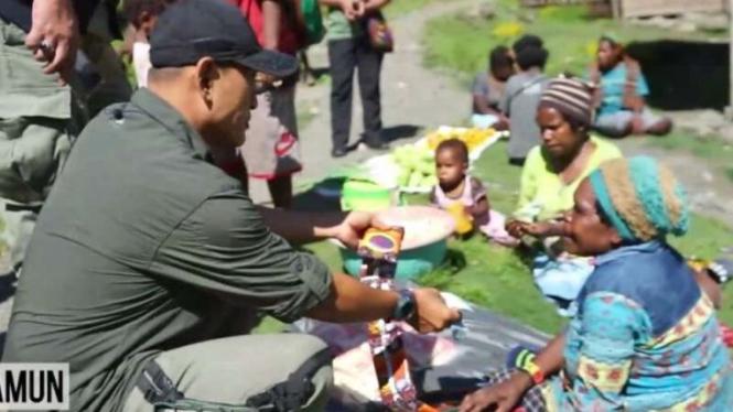 Warga Distrik Beoga, Kabupaten Puncak, Papua, kembali melakukan aktivitas setelah serangkaian aksi kekerasan oleh kelompok kriminal bersenjata (KKB) di daerah mereka beberapa waktu lalu.