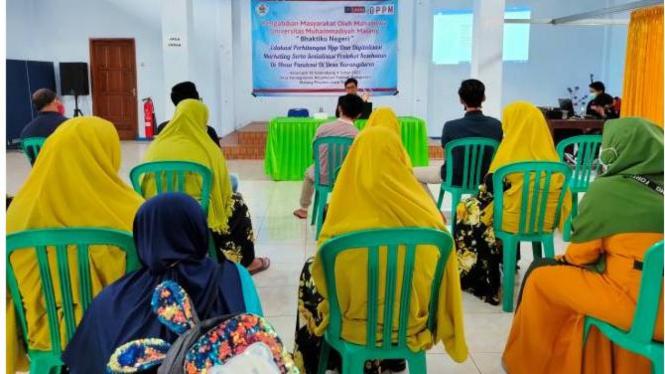 Edukasi Pembukuan oleh PMM UMM di Desa Karangduren.