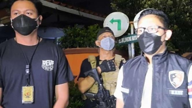 Kanit Krimum Polres Metro Jakarta Barat AKP Dimitri Mahendra (kanan)