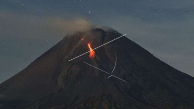 Guguran lava pijar Gunung Merapi, Minggu (28/3/2021)