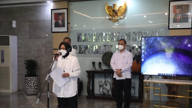"""Mensos Risma dalam jumpa pers peluncuran """"New DTKS"""" di Kantor Kemensos, Jakarta (21/04)."""