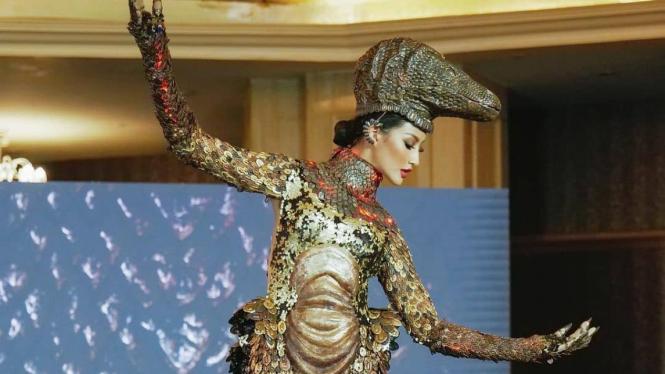 Kostum komodo dari kontestan Indonesia di ajang Miss Universe 2021