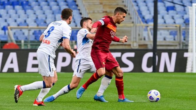 Duel AS Roma vs Atalanta dalam lanjutan Serie A 2020/2021.