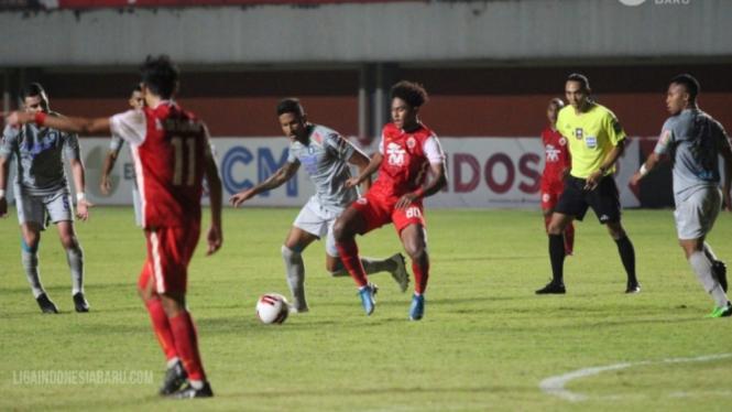 Duel leg pertama final Piala Menpora 2021 antara Persija vs Persib.