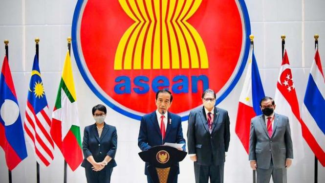Keterangan Pers Presiden Jokowi Usai ASEAN Leaders Meeting di Jakarta