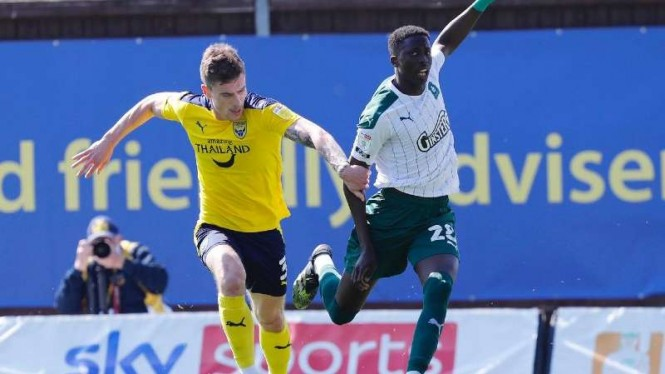 Duel Oxford United vs Plymouth Argyle.