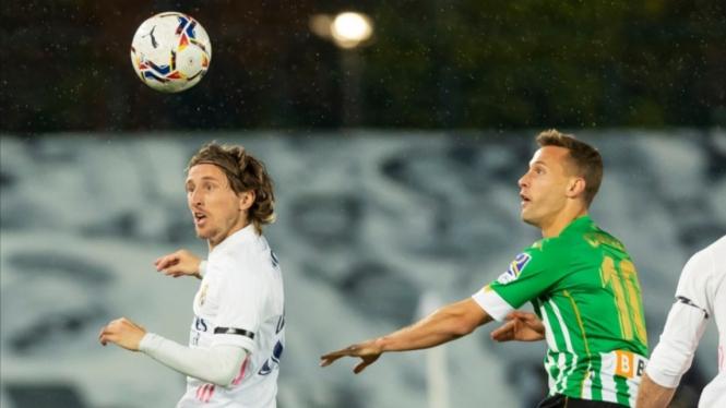 Duel Real Madrid vs Real Betis dalam lanjutan LaLiga 2020/2021.