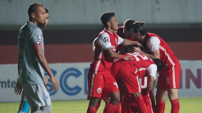 Pemain Persija Jakarta merayakan gol